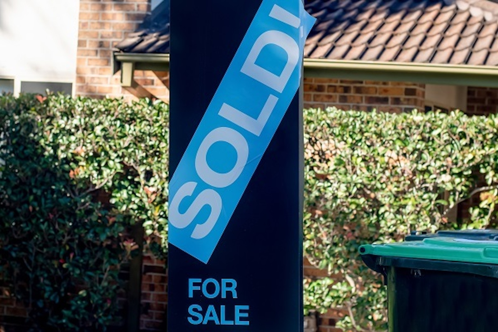 House auction sold sign